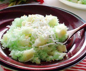 Lá dứa dùng tạo màu thức ăn